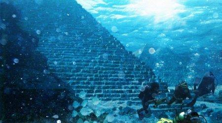 Кто строил подводные пирамиды?